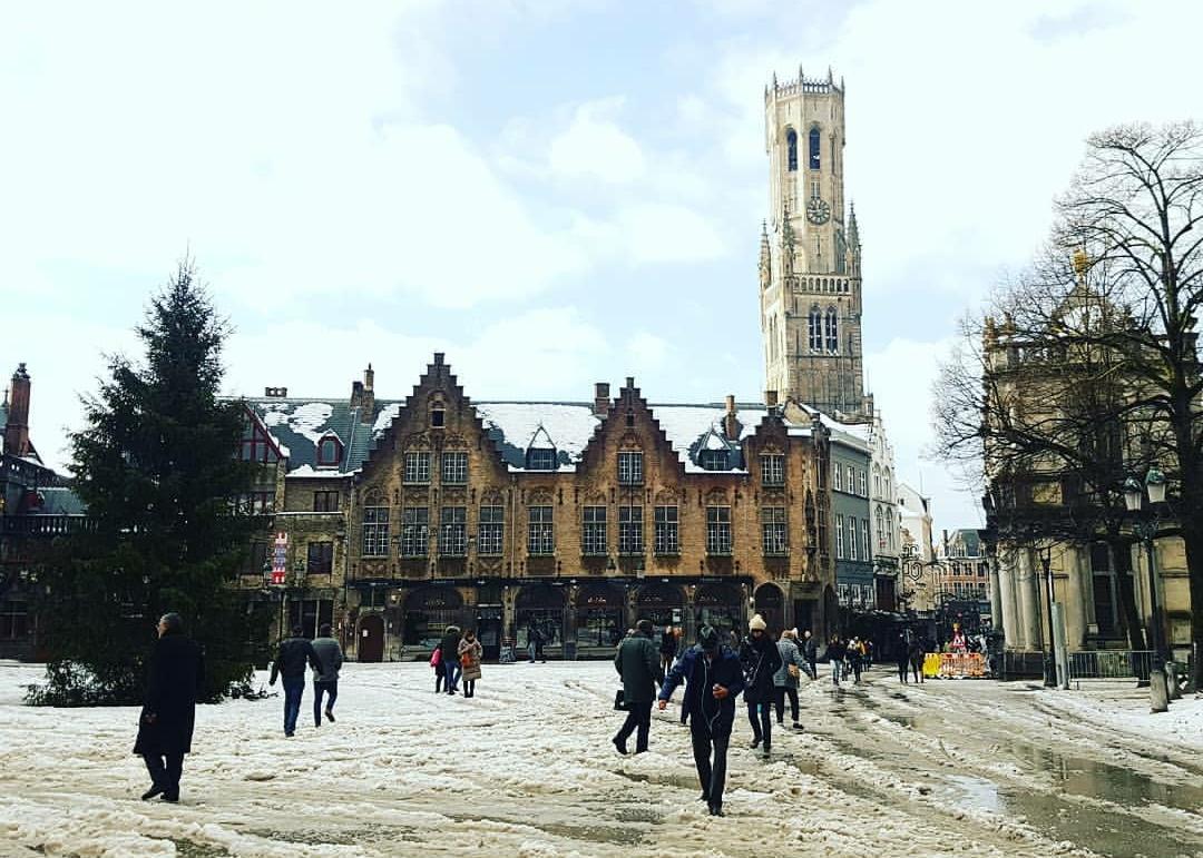 Brugge Şehir Meydanı