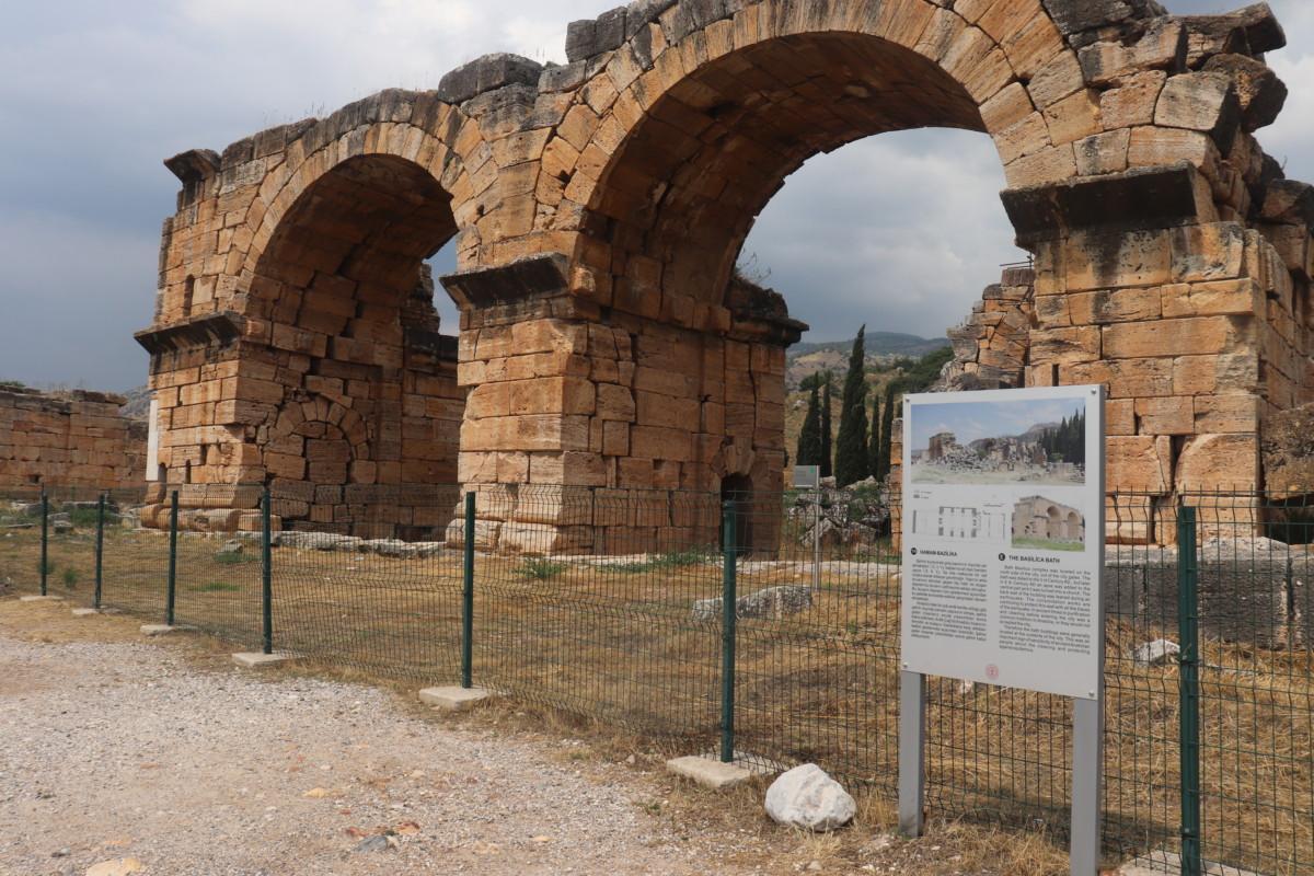 Hamam-bazilika